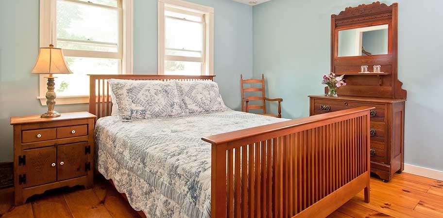 Golden Stage Inn - rooms Family Suite - Beehive Queen