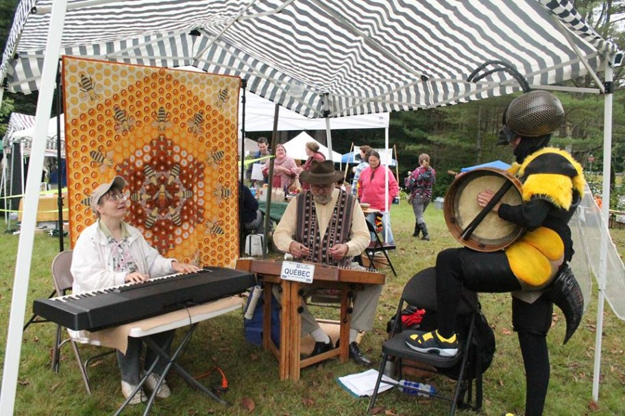 Tenpenny Bit bee quilt and music